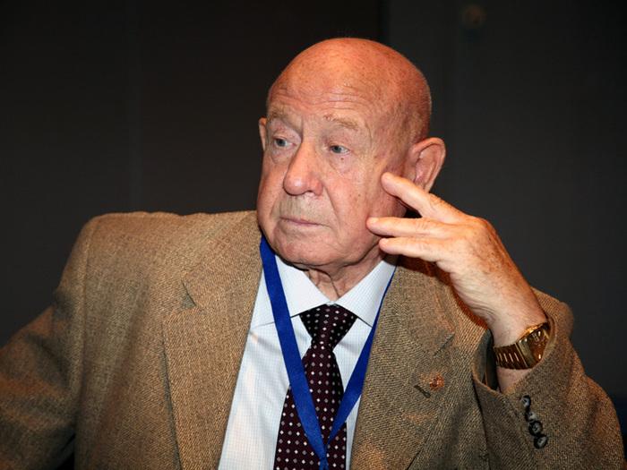 Alexei Leonov im Pressegespräch am ESOC in Darmstadt