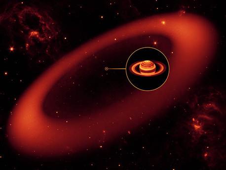 Künstlerische Darstellung des bisher größten aller gefundenen Planetenringe. Dieser ist so dünn, dass er nur wenig Sonnenlicht reflektiert. Nur im Infrarotlicht konnte das Spitzer Weltraumteleskop ihn jetzt nachweisen. Zum Größenvergleich Saturn als kleiner Punkt im Zentrum des Ringes.