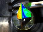 Die Experimente im Auftrag der Europäischen Weltraum-Organisation ESA werden im Hochenthalpiekanal Göttingen durchgeführt, einer der wichtigsten europäischen Groß- Anlagen zur Erforschung des Hyperschalls und Wieder-Eintritts von Raumfahrzeugen. Das Kohlendioxid strömt dabei mit fast 16.000 Stundenkilometern um ein Modell der Landekapsel. Dieses Szenario simuliert die Flugsituation der Kapsel in der Marsatmophäre in 40 Kilometern Höhe über der Oberfläche. Hierbei entstehen in der Testanlage Temperaturen von 6000 Grad Celsius - heißer als die Oberfläche der Sonne.