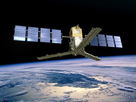 Impresión artística de SMOS en órbita. SMOS (Soil Moisture and Ocean Salinity), un satélite de la Tierra Explorer de la ESA, fue puesto en órbita desde el cosmódromo de Plesetsk en el norte de Rusia el lunes 2 de noviembre de 2009.