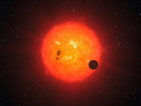 Esta impresión artística muestra cómo la recién descubierta súper-Tierra, rodea la estrella GJ1214.