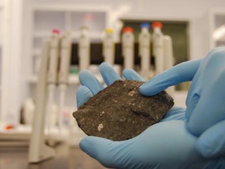 Altersbestimmung von Meteoriten enthält einen Fehler - Korrektur erlaubt genauere Datierung der Planetenentstehung.