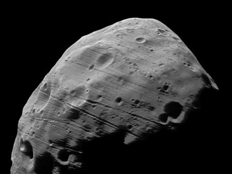 El 23 de julio de 2008. La imagen fue tomada desde una distancia de 97 km con una resolución espacial de alrededor de 3,7 m / píxel en la órbita de 5851. Estas imágenes han superado todas las imágenes anteriores de otras misiones de la cobertura continua de la superficie iluminada en la mayor resolución espacial de 3,7 m / píxel. Esta imagen es reforzada por fotometría para llevar a cabo las funciones de la parte menos iluminada.