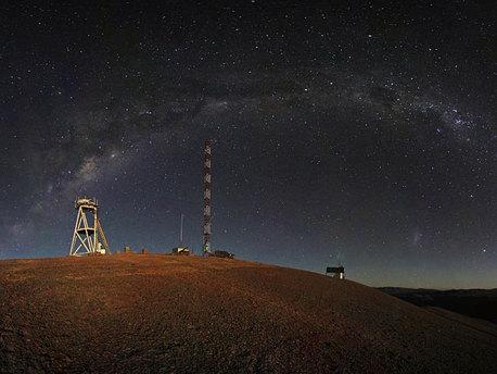 Nächtliche Panoramaaufnahme von Cerro Armazones