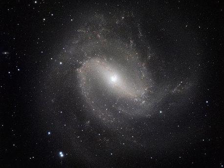 La galaxie spirale classique Messier 83 prise dans l'Infrarouge avec HAWK-I