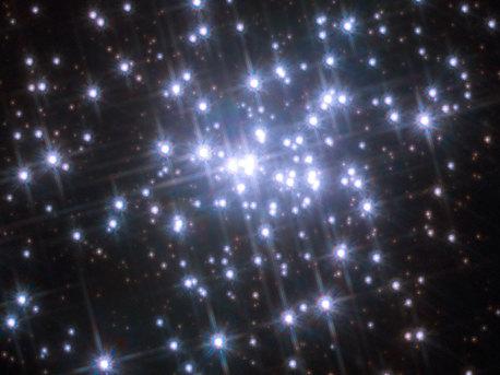 Teilansicht des gigantischen Nebels NGC 3603 (einer »HII-Region«) mit seinem zentralen, nur eine Million Jahre alten, kompakten Sternhaufen.