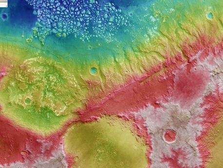 Die höhenkodierte Bildkarte wurde aus dem digitalen Geländemodell abgeleitet, das aus den Nadir- und Stereokanälen errechnet wurde.