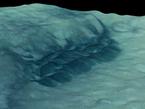 Die abgebildete dunkle Düne befindet sich in der Thaumasia-Region auf dem Mars. Thaumasia ist die größte Vulkanregion auf dem Mars und Heimat der vier größten Vulkane auf dem Roten Planeten. Hier befindet sich unter anderem der Vulkan Olympus Mons, der mit 21.000 Metern höchste Berg unseres Sonnensystems.