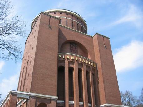 Der Wasserturm im Hamburger Stadtpark ist die Heimat des Planetariums.