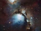 La nebulosa Messier 78 es la protagonista de esta imagen tomada con el instrumento Wide Field Imager del telescopio MPG/ESO de 2,2 metros en el Observatorio La Silla, en la Región de Coquimbo en Chile, mientras que las estrellas que encienden esta luminosa nube toman un segundo plano. La brillante luz estelar rebota con las partículas de polvo de la nebulosa, iluminándola con una luz azul dispersa. Igor Chekalin obtuvo el primer lugar del concurso de astrofotografía Tesoros Escondidos de ESO 2010 con su imagen de este impresionante objeto.