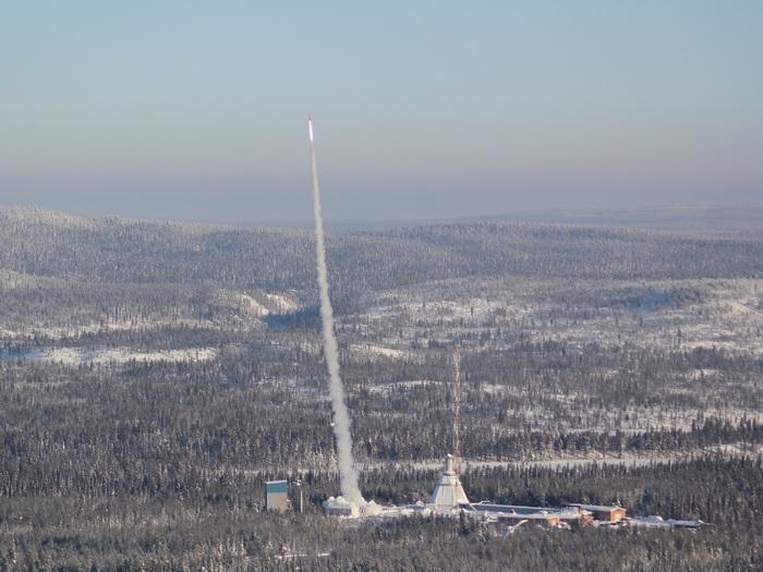 Bei Bilderbuchwetter startet die Forschungsrakete REXUS 10 am 23. Februar 2011. Sie erreicht bei ihrem Flug eine maximale Höhe von 82 Kilometern.