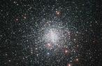 The globular star cluster Messier 4. (c) ESO