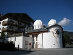In dem Rundbau unter der Sternwarte in Königsleiten befindet sich die Planetariumskuppel.