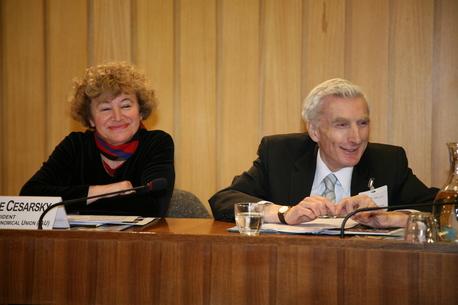 Catherine Cesarsky (IAU) und Martin Rees während der Pressekonferenz zum Start des Internationalen Jahres der Astronomie 2009