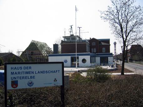 Das Gebäude der ehemaligen Seefahrtsschule beherbergt das Planetarium.