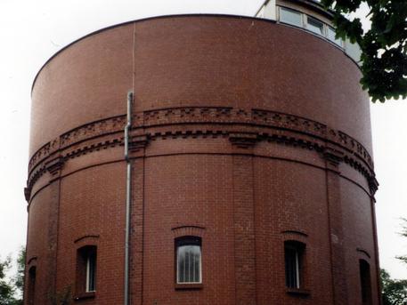 Der alte Wasserturm in Demmin beherbergt das Planetarium.
