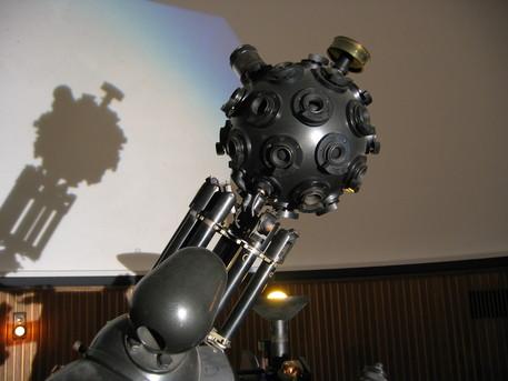 Der Zeiss-Projektor ZKP 1 des Planetariums im AWI Bremerhaven.