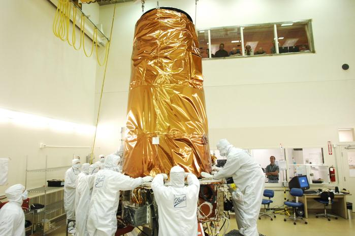 Installation of the Kepler Photometer to the Spacecraft Bus.